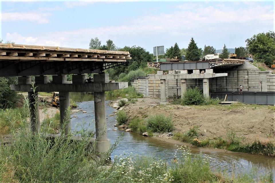 Дорожники показали, як будують міст у Косові 1