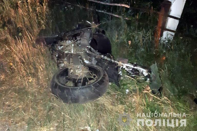 В жахливій аварії на Прикарпатті загинули мотоцикліст та його пасажир (фоторепортаж)