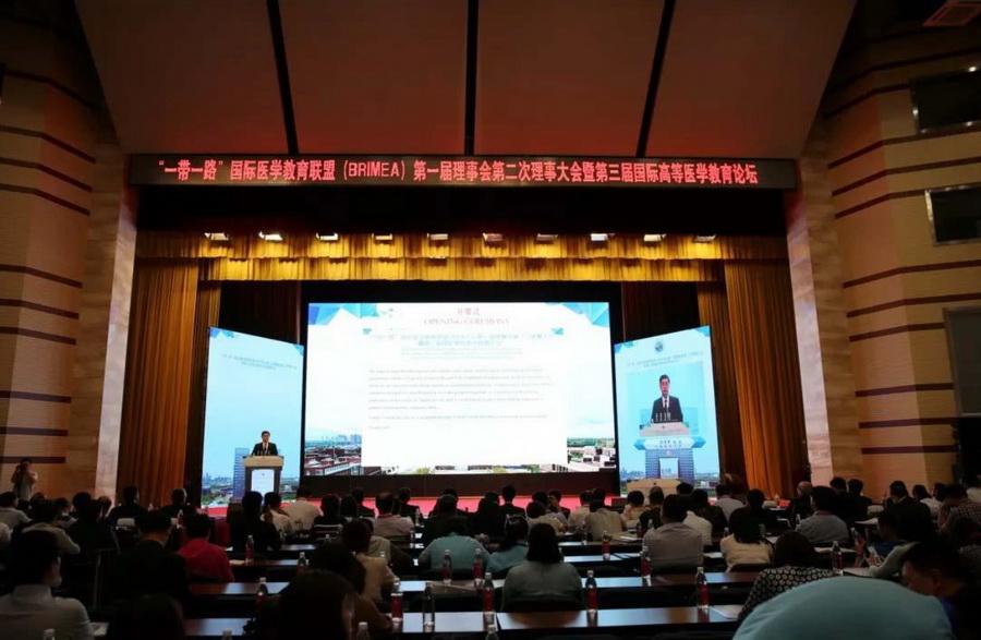 Прикарпатець виступив на медичному форумі в Китаї 4
