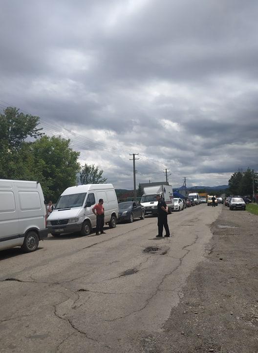 На Коломийщині селяни перекрили дорогу – вимагають її ремонту 2