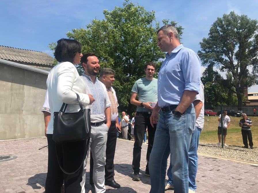 Брати Клички закликали підтримати найефективнішого депутата Прикарпаття 5