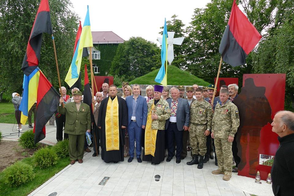 """У Брошнів-Осаді відкрили пам'ятник """"Борцям за волю України"""" 2"""