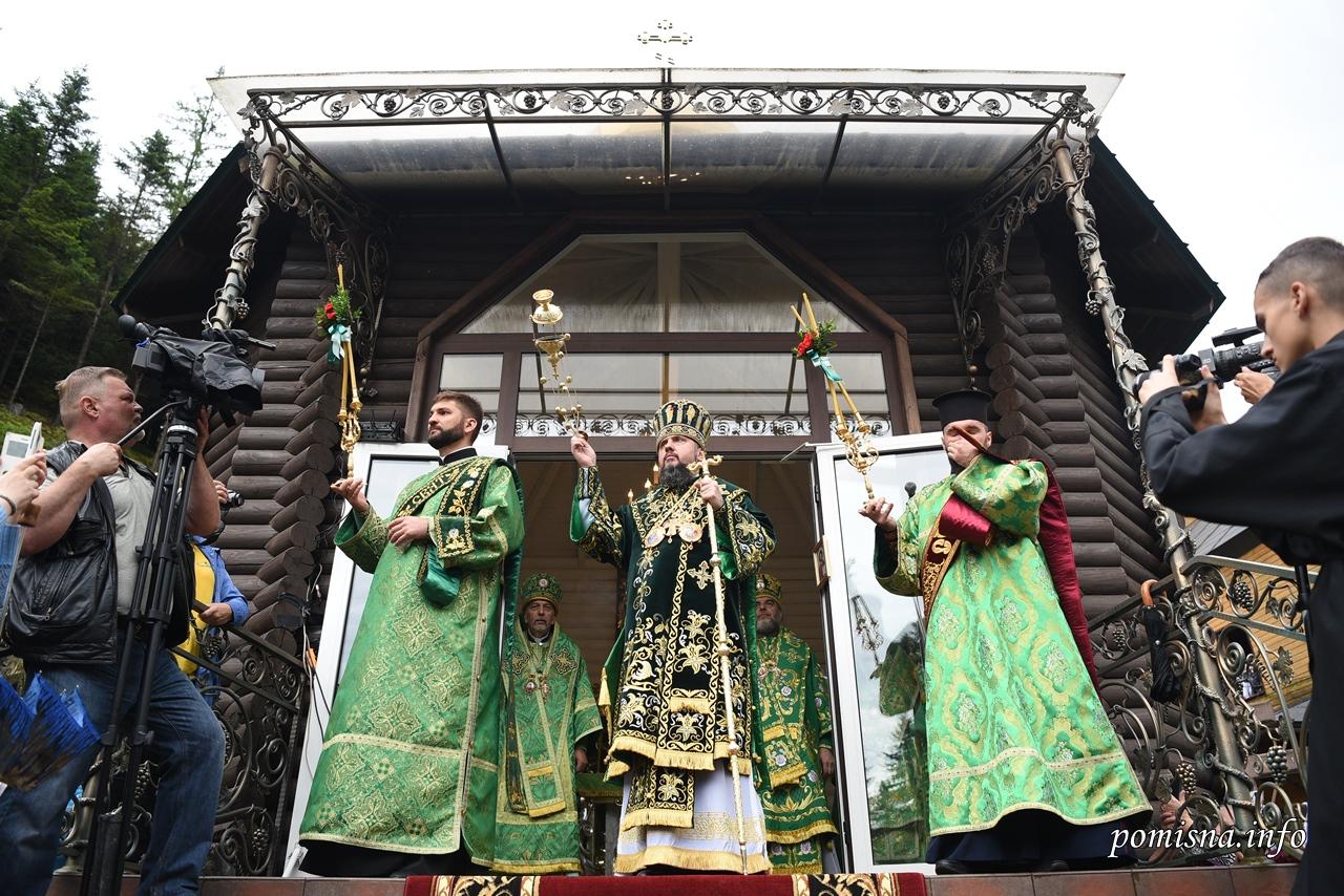 Митрополит Епіфаній відслужив святкове богослужіння в Манявському монастирі 12