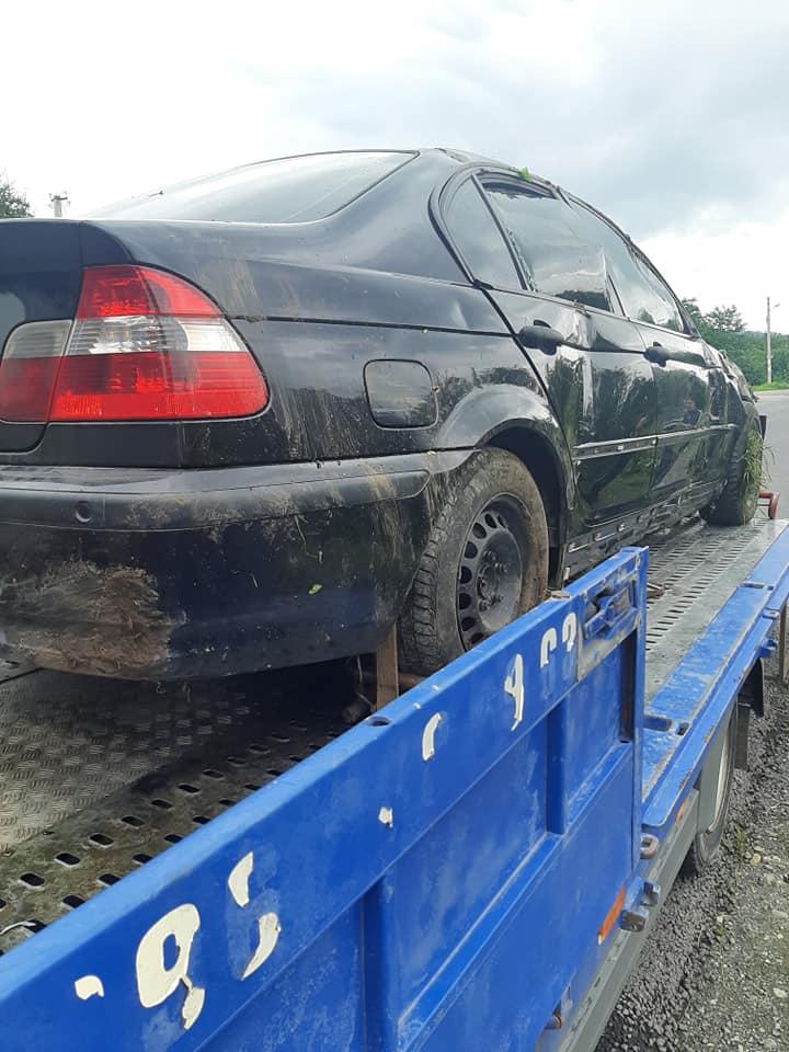 Франківець на BMW злетів у кювет в Яремчі 2
