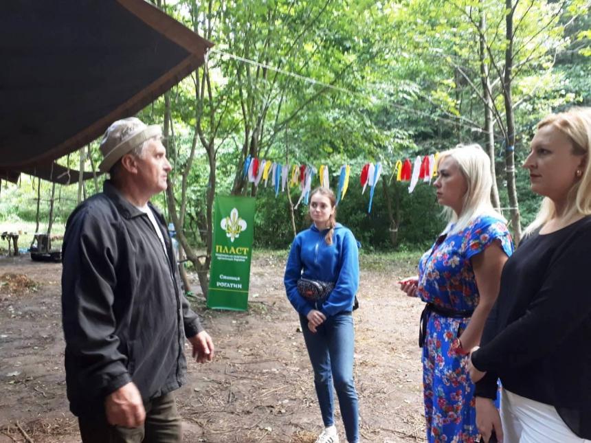 Скаутинг і лазертаг: на Рогатинщині триває пластовий табір 2