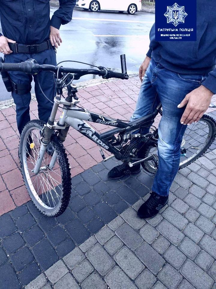 Франківські патрульні оперативно затримали ймовірного крадія велосипеда 2