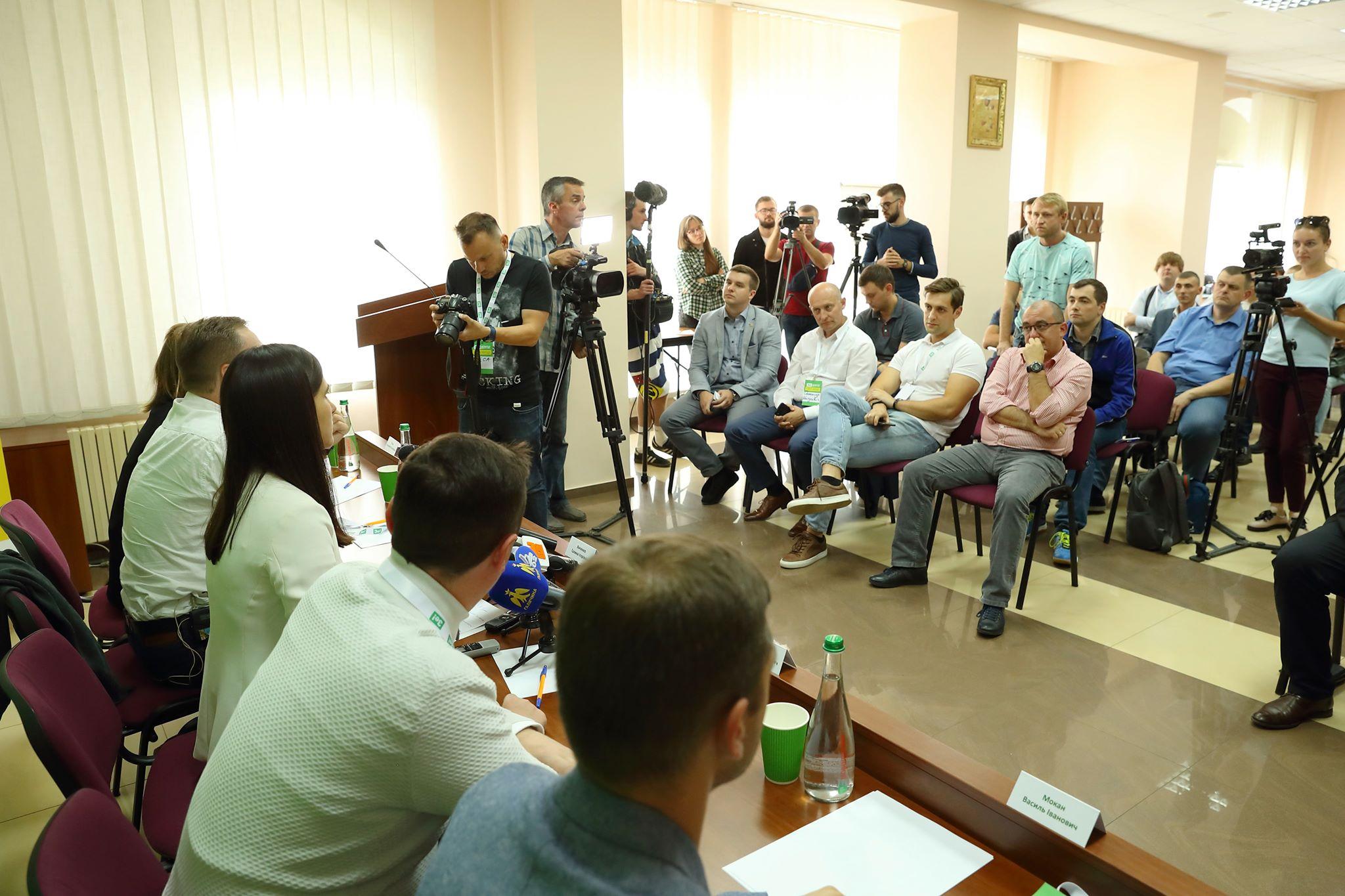 В Івано-Франківську представили мажоритарників області від партії «Слуга народу» 2