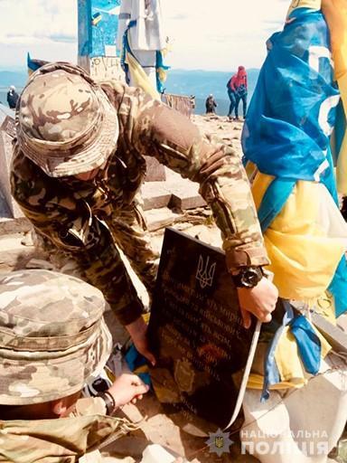 На Говерлі встановили пам'ятний знак загиблим на війні – мирним громадянам та військовим 1