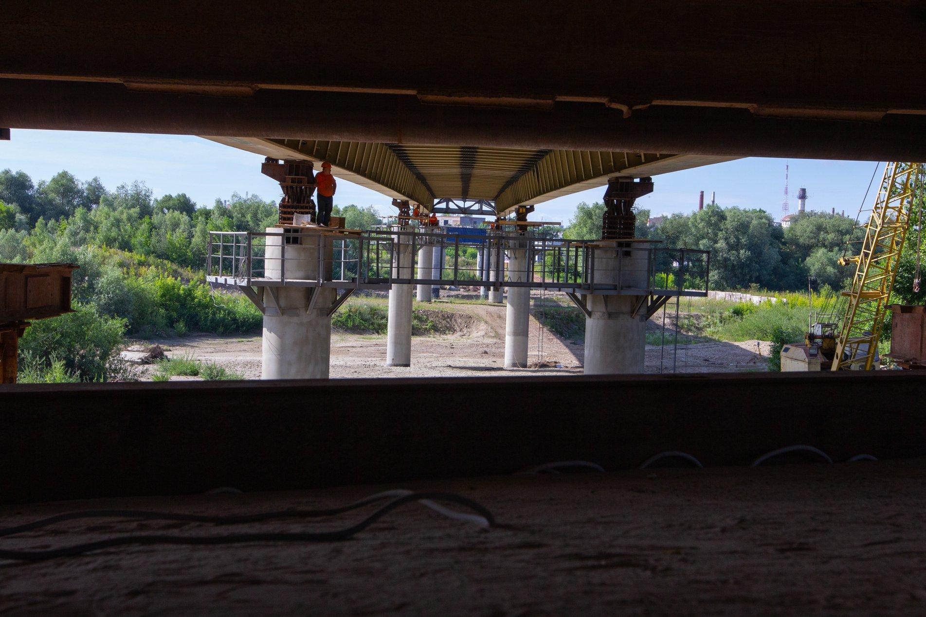 Залишилось 87 метрів: у Франківську триває будівництво моста на Пасічну 2