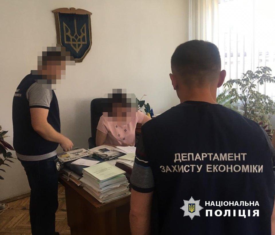 Керівницю Головного управління статистики в Івано-Франківській області затримали з хабарем 3