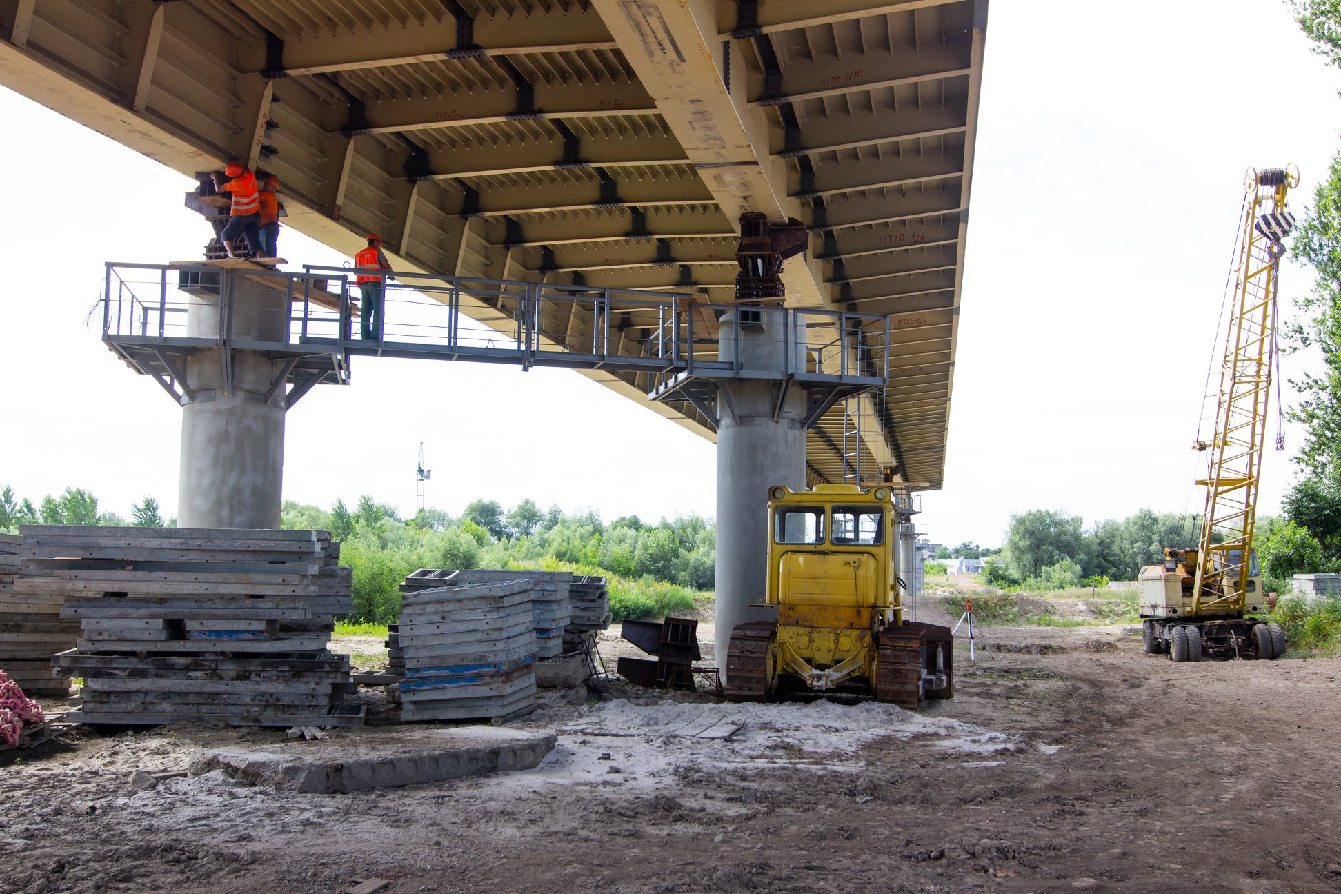 Залишилось 87 метрів: у Франківську триває будівництво моста на Пасічну 3