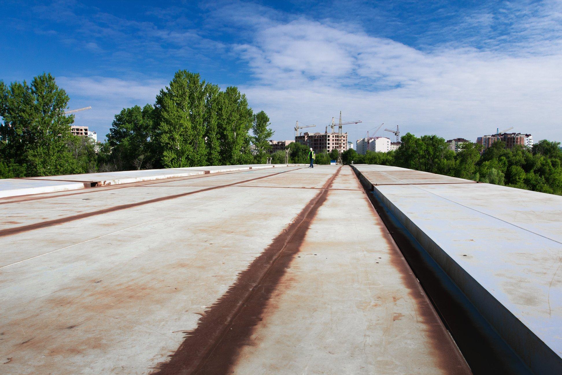 Залишилось 87 метрів: у Франківську триває будівництво моста на Пасічну 5