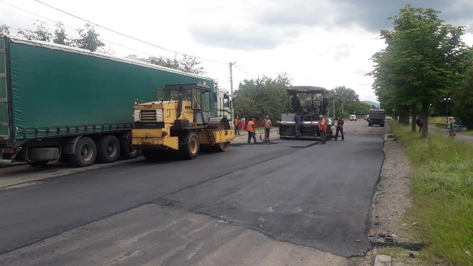 На Прикарпатті триває ремонт дороги Долина – Хуст 2