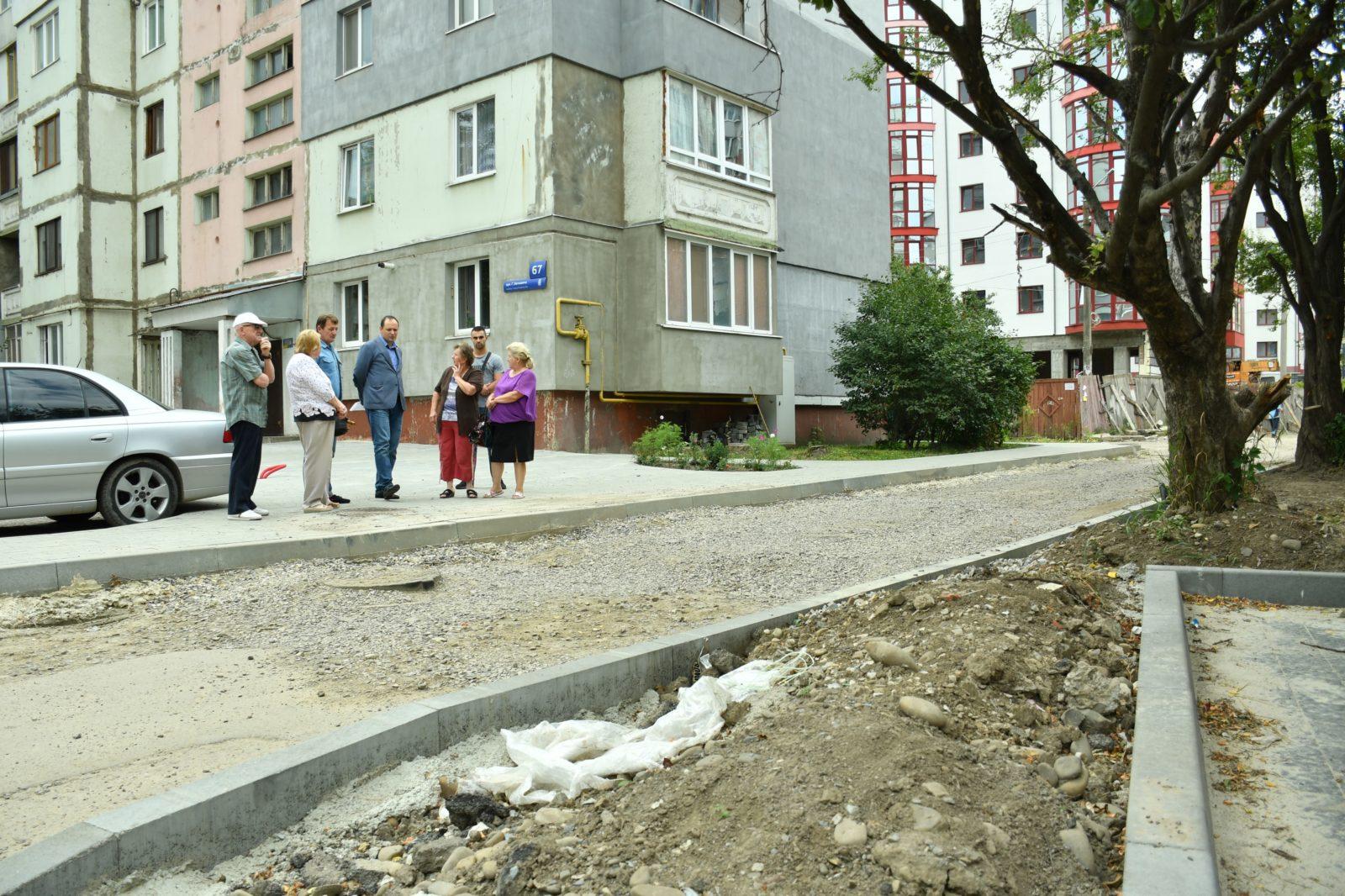 У Франківську розпочали капітальну реконструкцію двору на Хоткевича 8