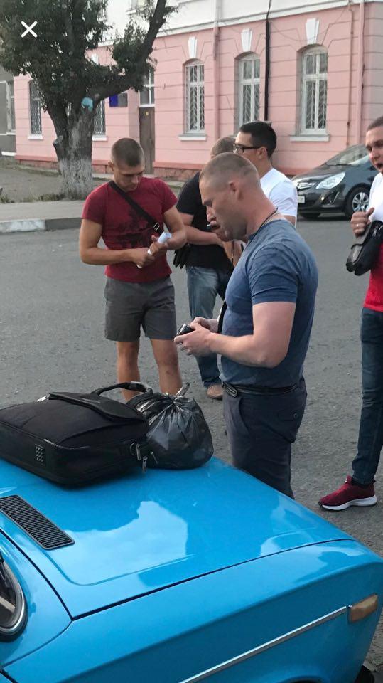 Поблизу  радіозаводу спецпризначенці затримали наркоторговця. ФОТО 8
