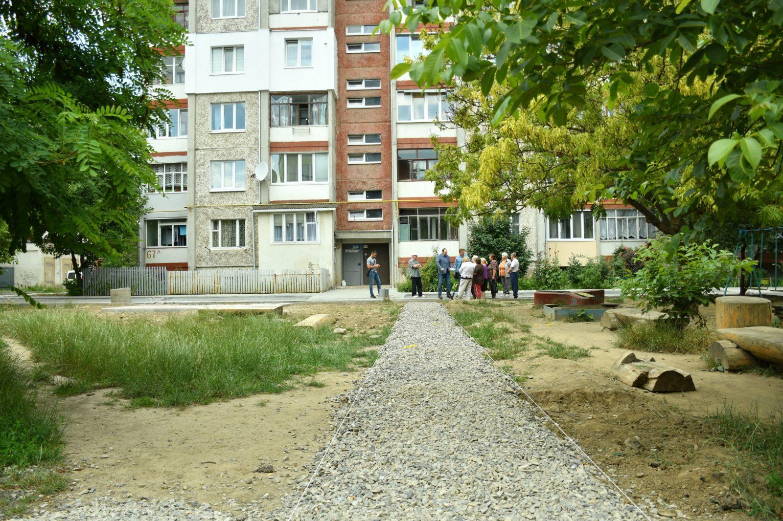 У Франківську розпочали капітальну реконструкцію двору на Хоткевича 12