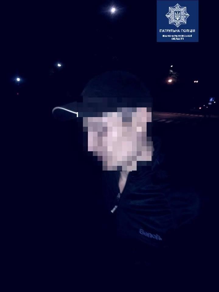 У Франківську патрульні затримали молодика з пакетом макової соломки 2