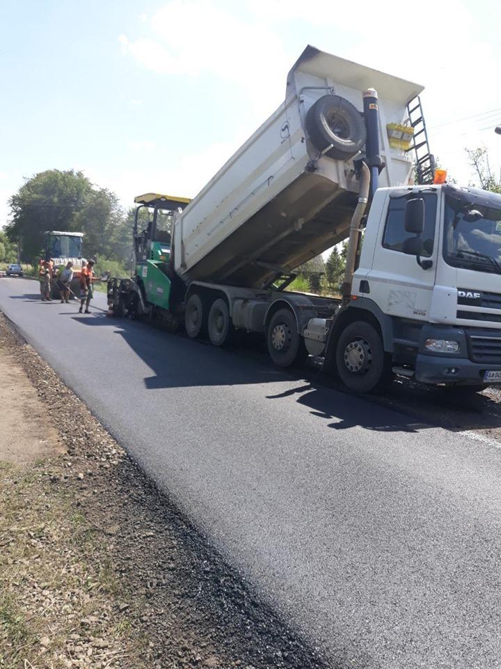 Дорожники ремонтують трасу Калуш – Жидачів, потім підуть на Кути 6