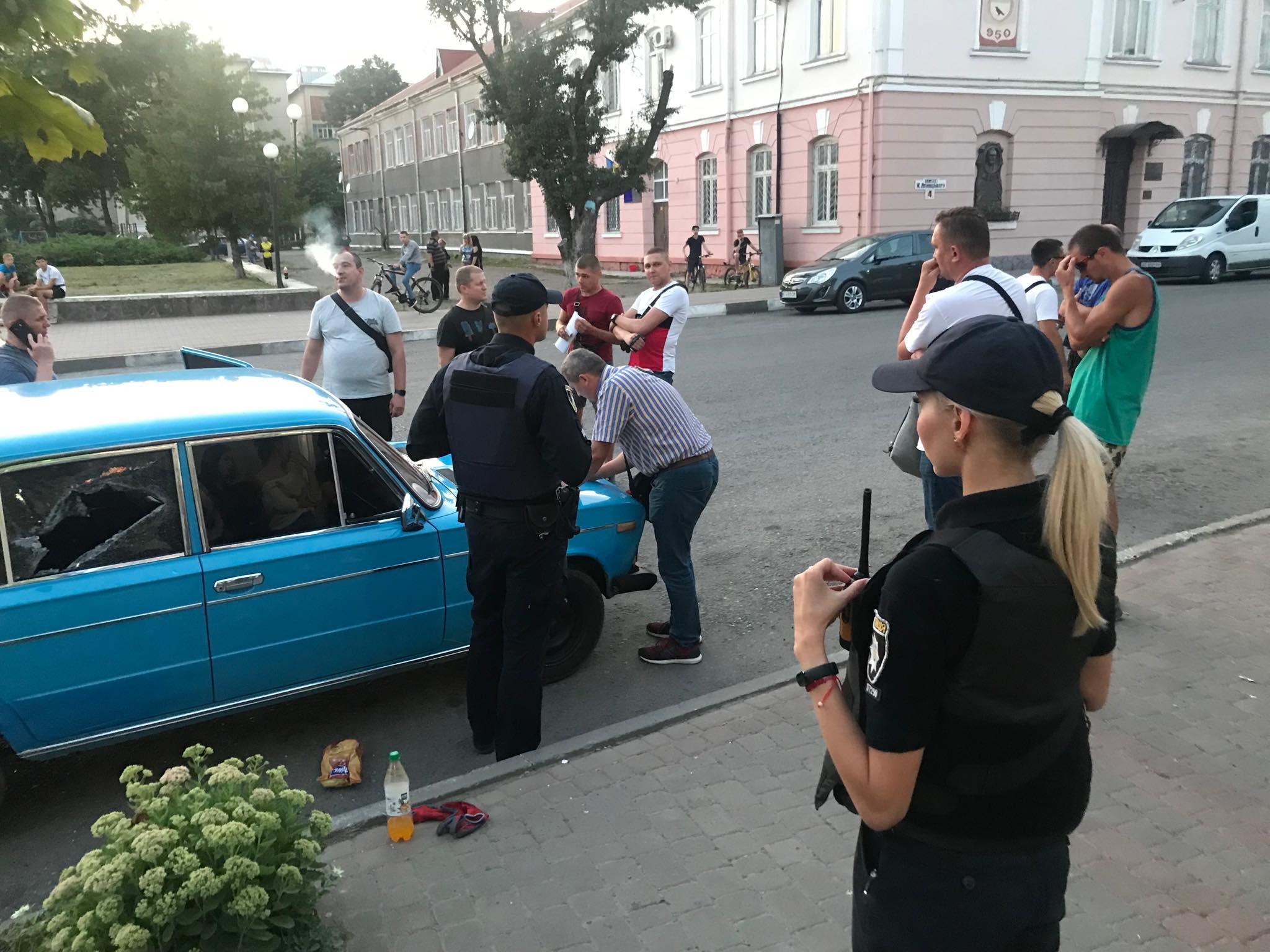 Поблизу  радіозаводу спецпризначенці затримали наркоторговця. ФОТО 10