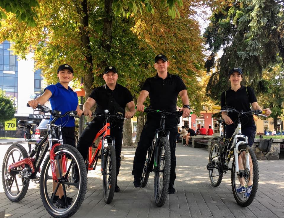Поліцейські Івано-Франківщини зустрілися з велосипедистами і проїхалися вулицями міста 3
