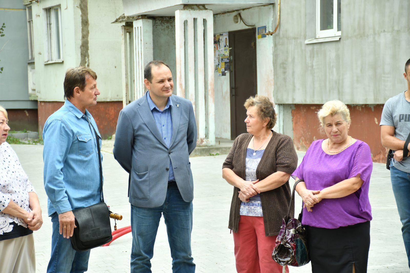 У Франківську розпочали капітальну реконструкцію двору на Хоткевича 14