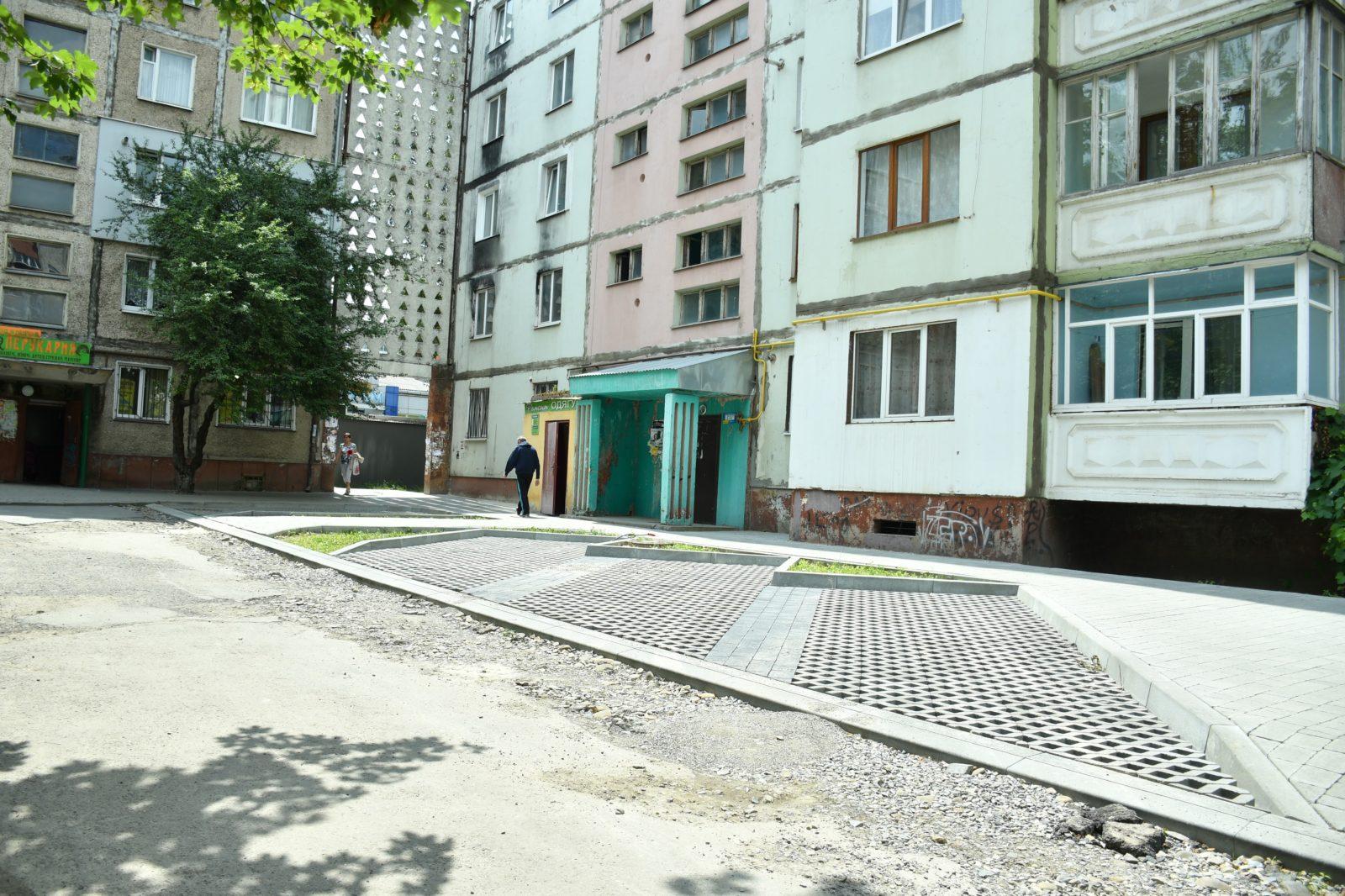 У Франківську розпочали капітальну реконструкцію двору на Хоткевича 16