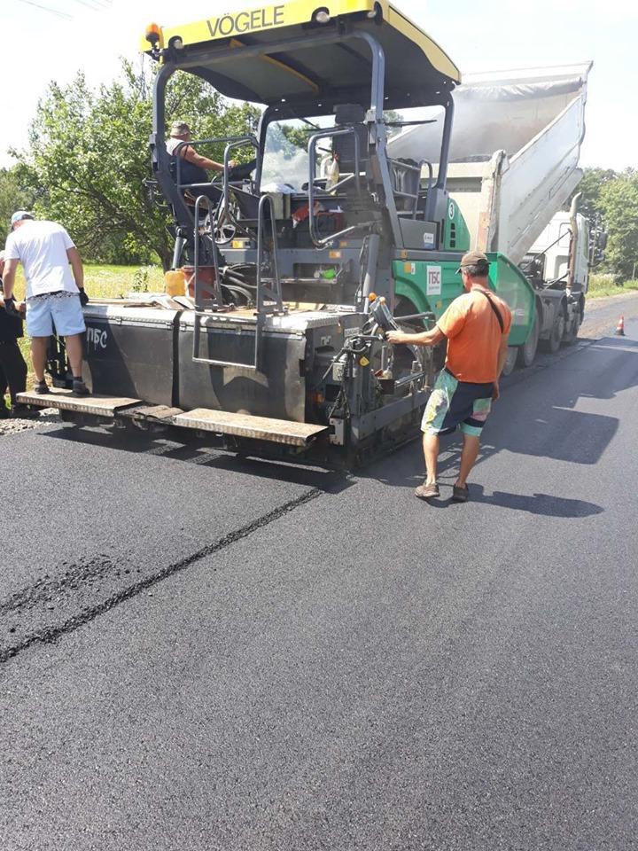 Дорожники ремонтують трасу Калуш – Жидачів, потім підуть на Кути 2