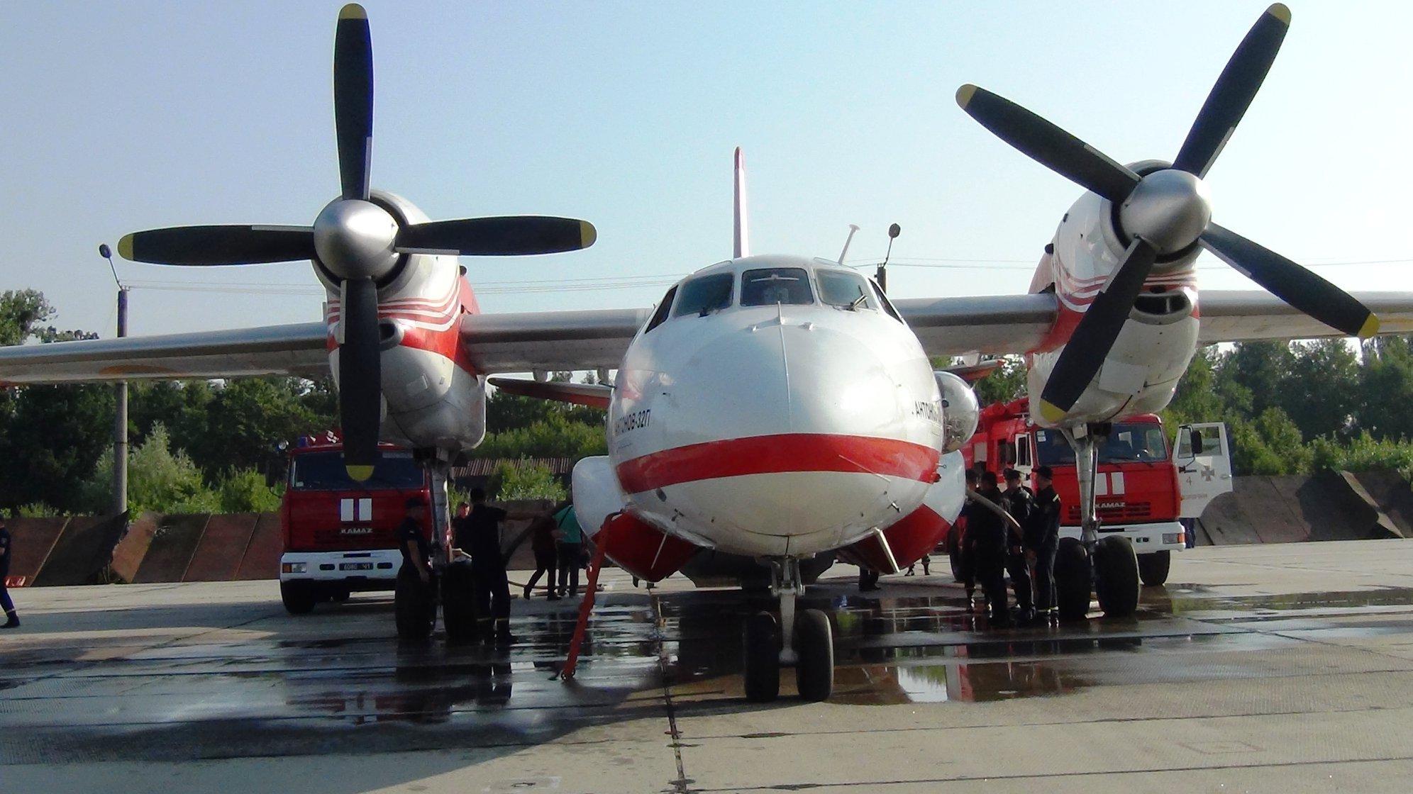 Прикарпатські рятувальники вчаться гасити лісові пожежі з літаків та гелікоптерів 2