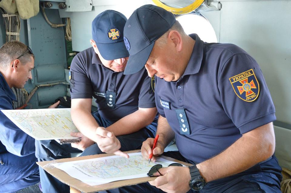 Прикарпатські рятувальники відпрацьовують посадку гелікоптера на Піп Іван 10