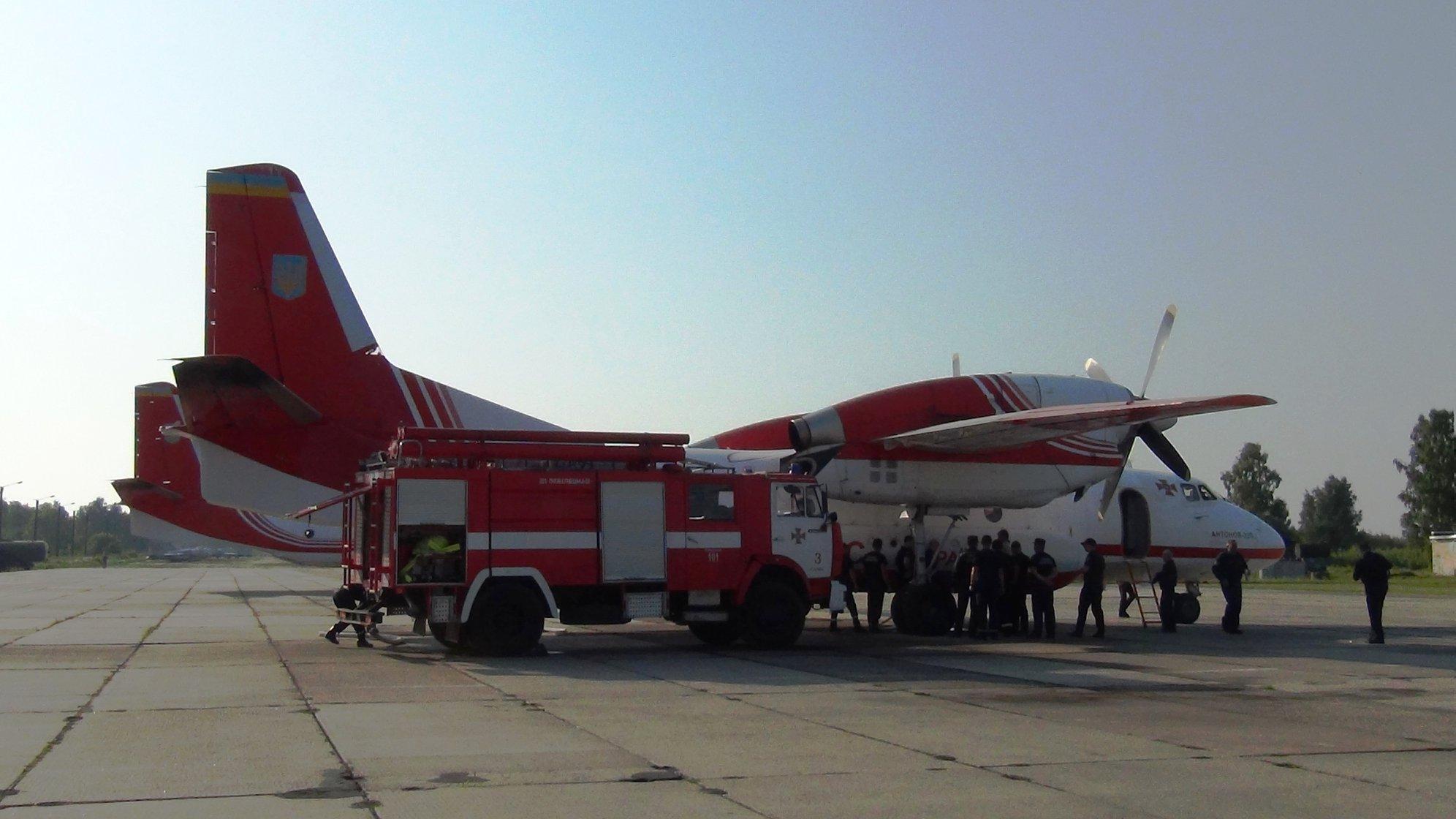 Прикарпатські рятувальники вчаться гасити лісові пожежі з літаків та гелікоптерів 4