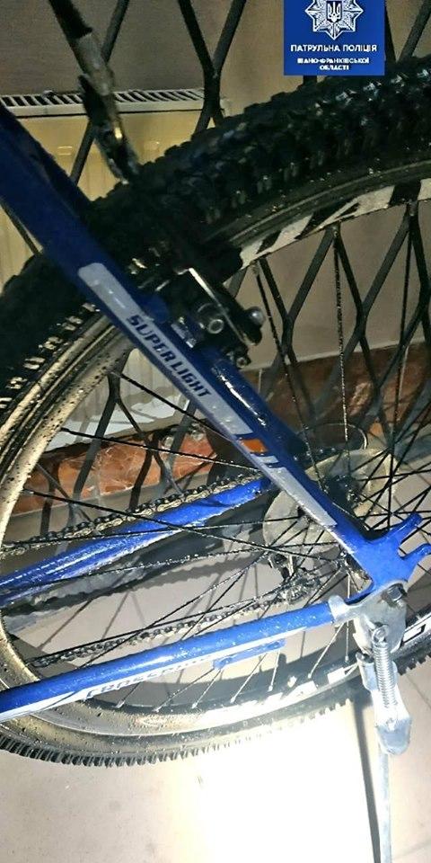 Франківські патрульні розшукують власників велосипедів, які вилучили у ймовірних крадіїв 4