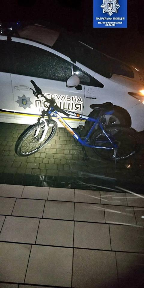 Франківські патрульні розшукують власників велосипедів, які вилучили у ймовірних крадіїв 2