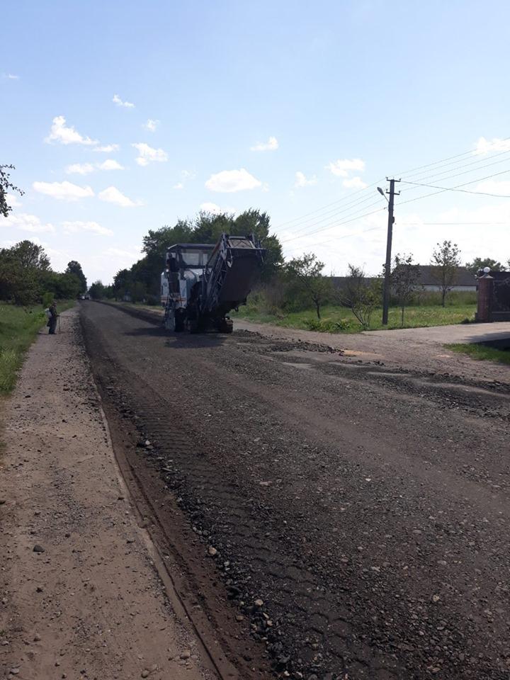 Дорожники ремонтують трасу Калуш – Жидачів, потім підуть на Кути 4