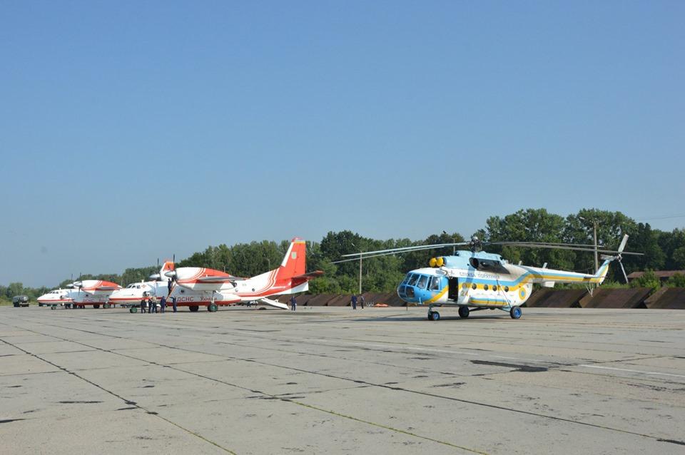 Прикарпатські рятувальники відпрацьовують посадку гелікоптера на Піп Іван 6