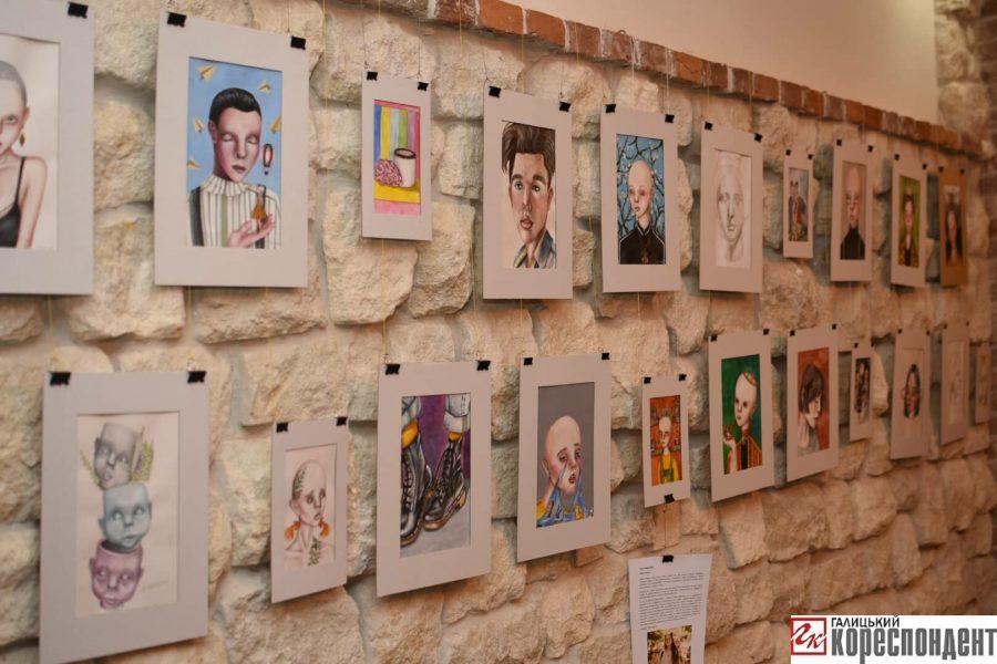 """""""Без назви"""": у Франківську відкрилась виставка картин 14-річної Софії Гарматюк 8"""