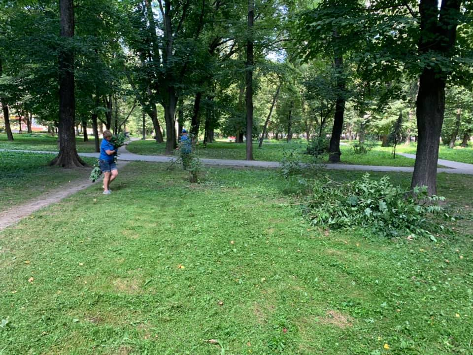 У парку Воїнів-інтернаціоналістів почали наводити лад 14