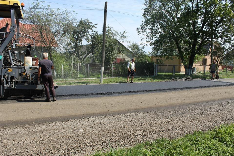 """Прикарпатські дорожники """"картами"""" ремонтують калуську автотрасу 1"""