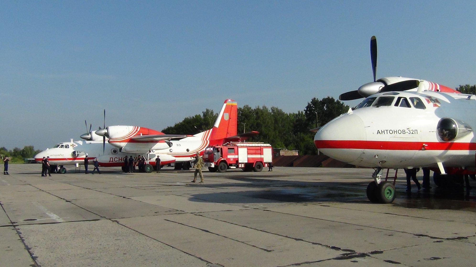 Прикарпатські рятувальники вчаться гасити лісові пожежі з літаків та гелікоптерів 12