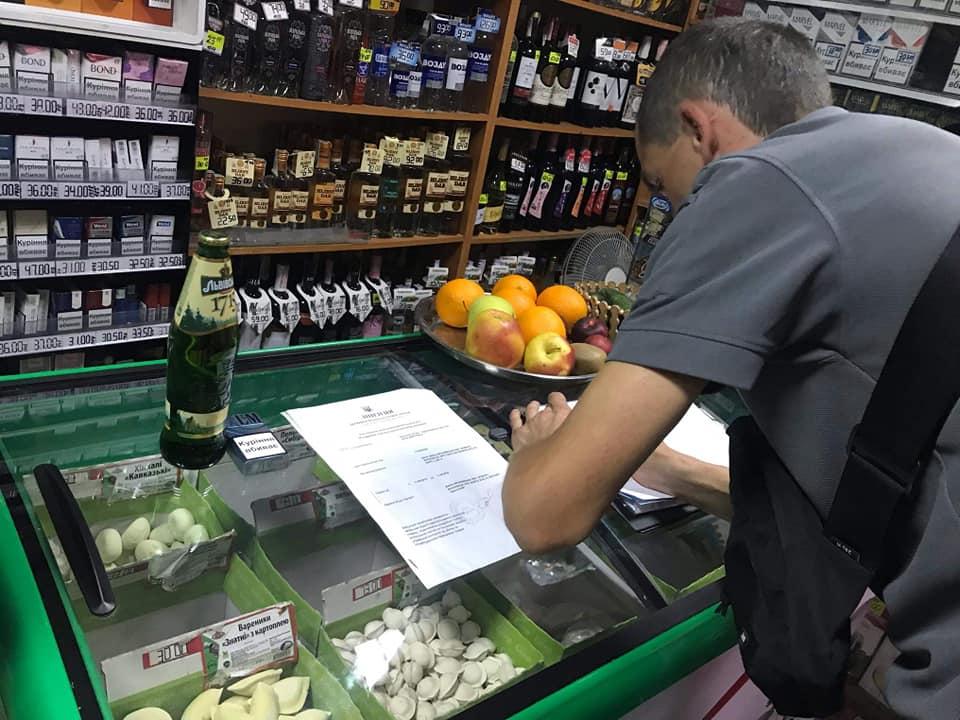 """У франківській крамниці """"Магнолія"""" неповнолітнім продали алкоголь і цигарки 1"""