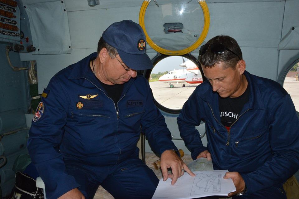 Прикарпатські рятувальники відпрацьовують посадку гелікоптера на Піп Іван 8