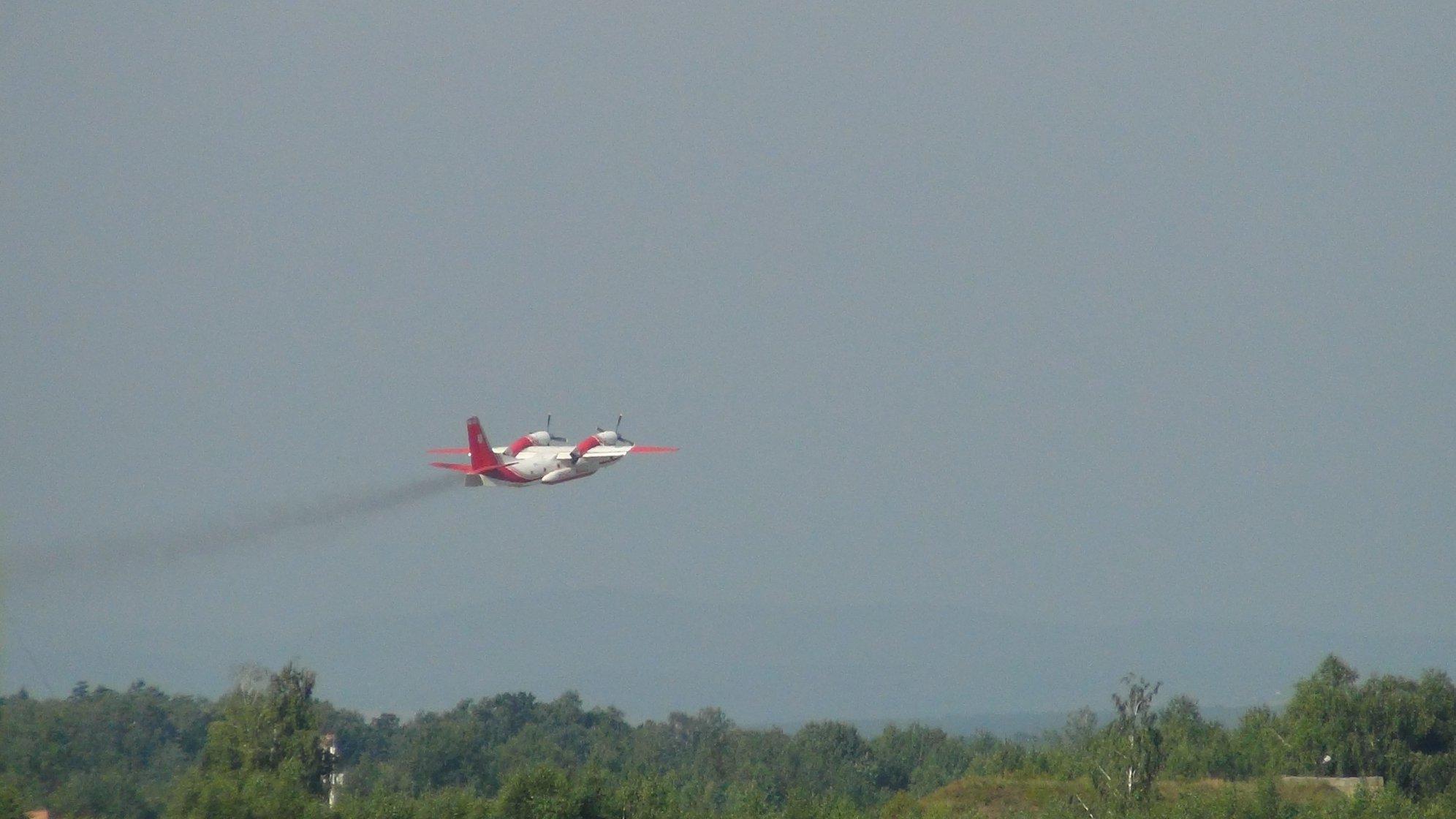 Прикарпатські рятувальники вчаться гасити лісові пожежі з літаків та гелікоптерів 14
