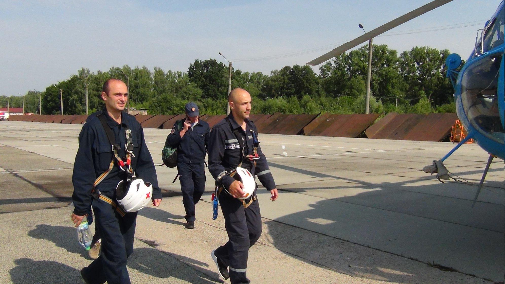 Прикарпатські рятувальники вчаться гасити лісові пожежі з літаків та гелікоптерів 16