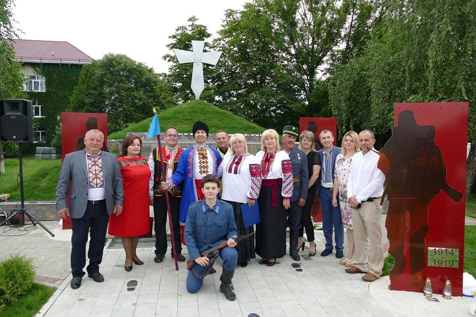 """У Брошнів-Осаді відкрили пам'ятник """"Борцям за волю України"""" 3"""