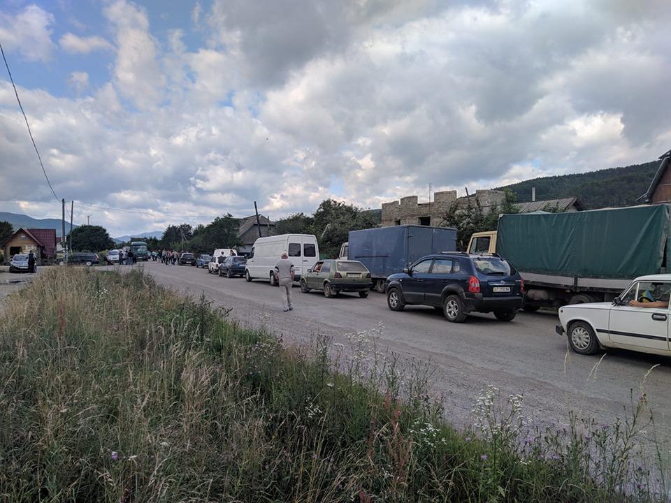 """Через перекриття доріг на Надвірнянщині """"Укрнафта"""" може призупинити видобуток нафти і газу"""