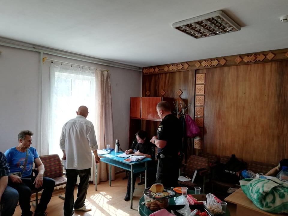 Кандидатка у депутати заявила, що її вигнали з дільниці у Крихівцях 2