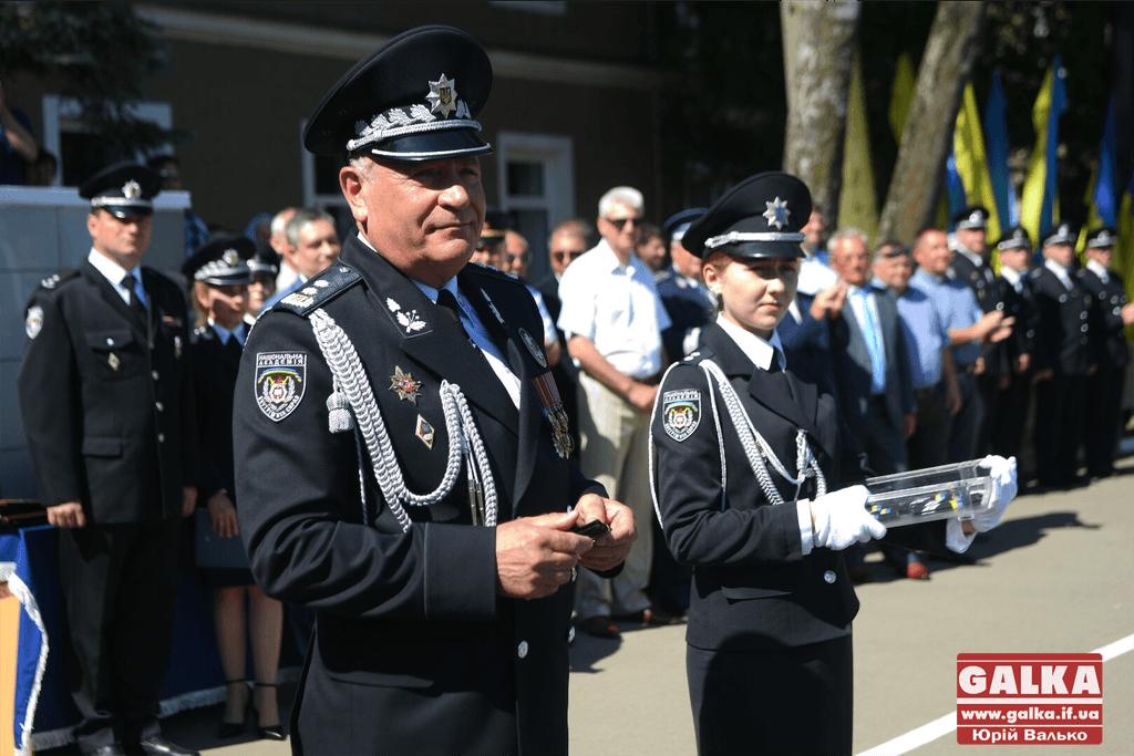 У Франківську майже півтори сотні випускників академії внутрішніх справ отримали перші офіцерські звання 24