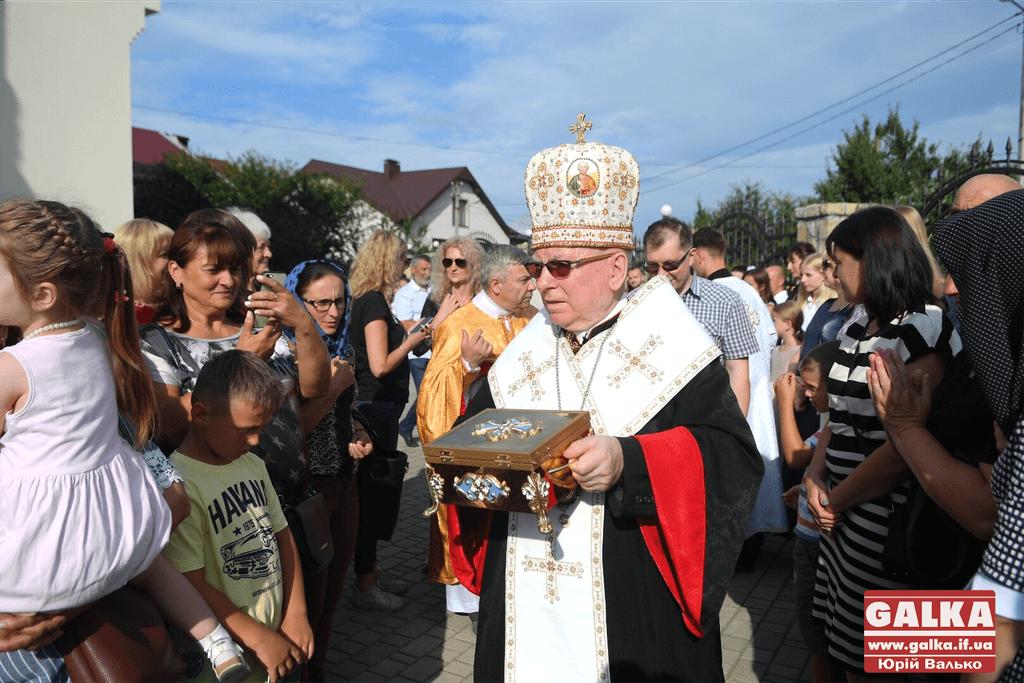 Сотні франківців прийшли прикластися до мощей апостола Тадея 2