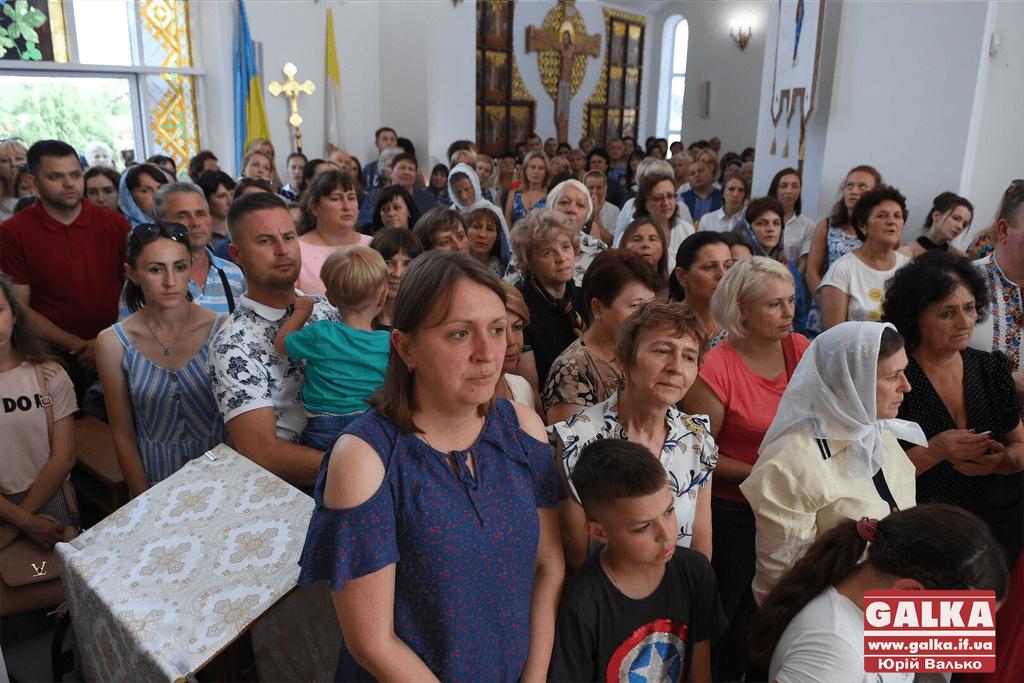 Сотні франківців прийшли прикластися до мощей апостола Тадея 3