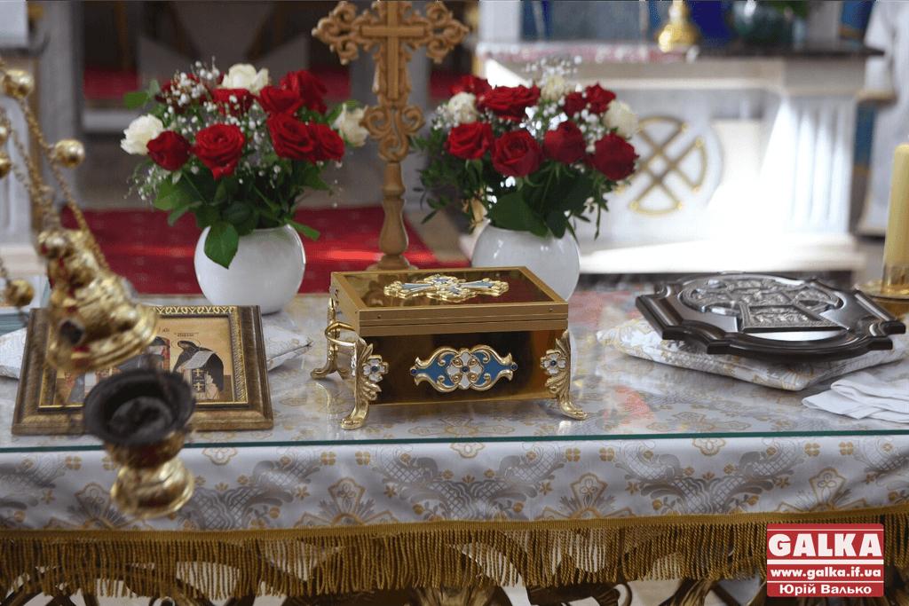 Сотні франківців прийшли прикластися до мощей апостола Тадея 4
