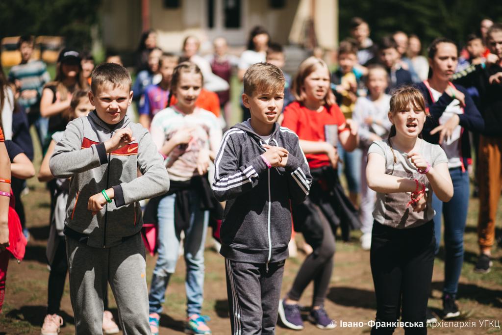 """Майже 500 дітей з Прикарпаття відпочили в """"Кедрових палатах"""" 10"""